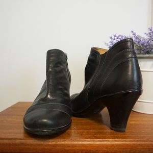 Sofft Black Leather Ankle Bootie Size 7.5 Low Heel